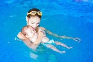 02.10.16_Baby-Swim-Lessons_35446062_s-300x200