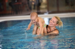 12.16.15_Games-to-Help-Your-Child-Be-More-Comfortable-in-the-Water_17330526_s-300x198